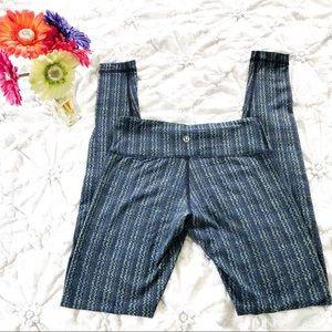 Lululemon Blue/Green Zigzag Leggings Size 4